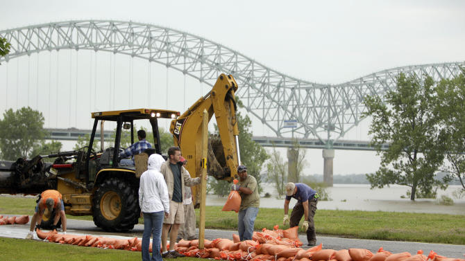 Workers construct a temporary sandbag wall around apartments and condominiums on Mud Island as the Mississippi River rises in the background Saturday, May 7, 2011, in Memphis, Tenn. Communities all along the banks of the Mississippi are keeping a close eye on the river's rise with the crest in Memphis not expected until Wednesday. (AP Photo/Jeff Roberson)