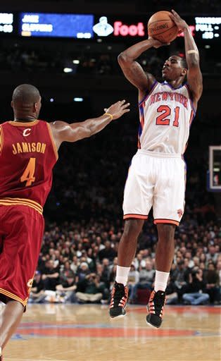 Knicks shake off Lin injury news, beat Cavs