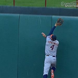 George Springer makes incredible, no-look catch against the wall