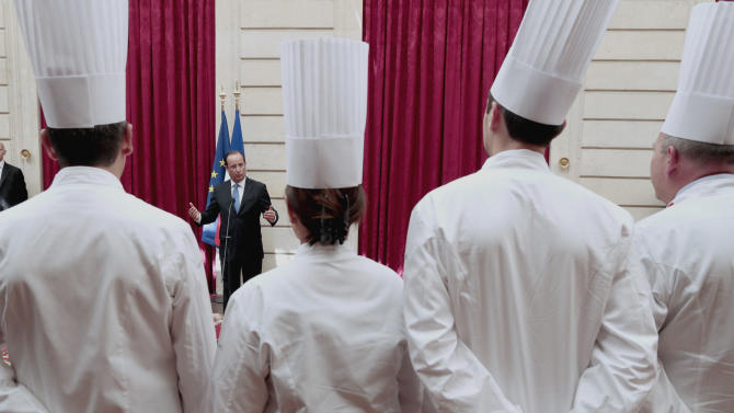 "French President Francois Hollande, center, delivers a speech during a reception at the Elysee palace in Paris, Tuesday July 24, 2012, following the ""Chef des Chefs Club"" (CCC) international meeting. (AP Photo/Jacques Demarthon, Pool)"