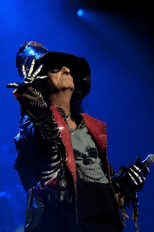 Johnny Depp Joins Alice Cooper Onstage in L.A