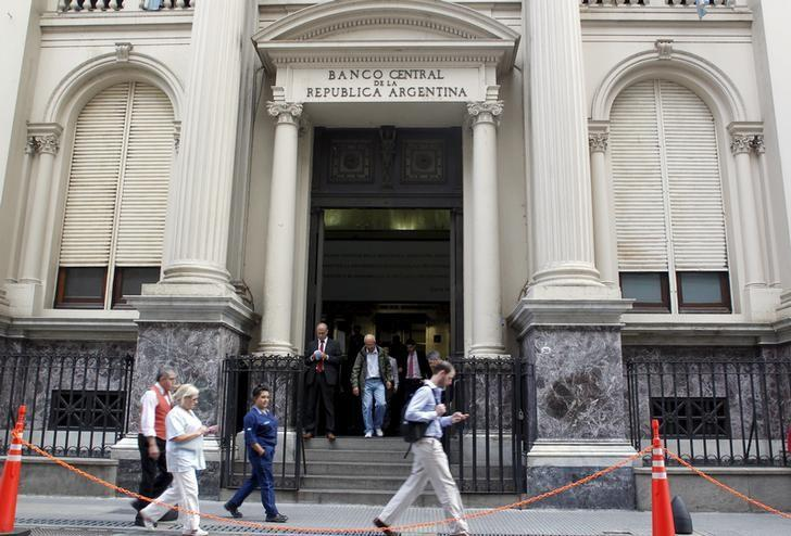 U.S. appeals court says bondholders can't seize Argentina's reserves