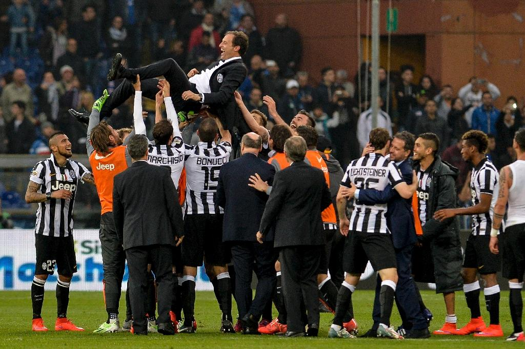 Juventus make light of opposition to canter to title