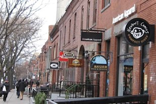 Newbury Street in Boston. (M2545/Wikimedia Commons)