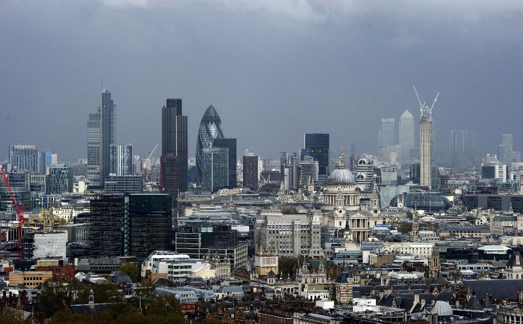 UK economy grew faster than expected in late 2014: revised data