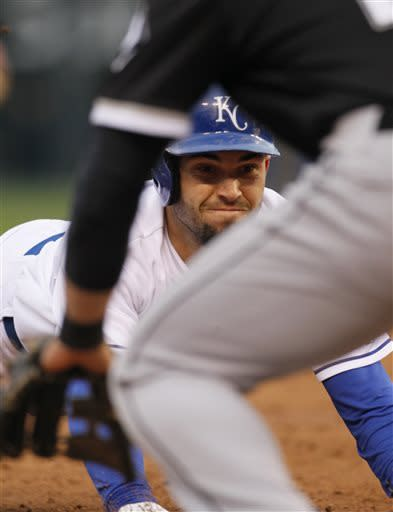 Guthrie throws 4-hitter, Royals top White Sox 2-0