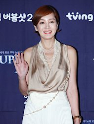 [Photo] Lee Seung-yeon making golden smile in golden outfit
