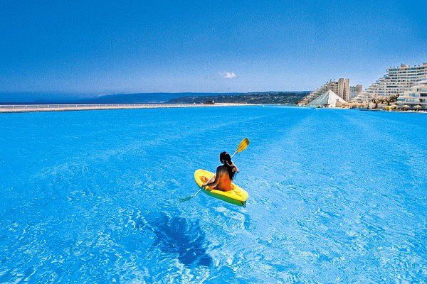 The world's largest pool in Algarrobo, Chile. (Courtesy of the San Alfonso del Mar)