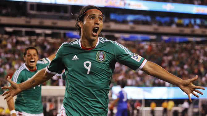 Mexico forward Aldo De Nigris celebrates after scoring a goal against Guatemala during the second half of a CONCACAF Gold Cup tournament quarterfinal soccer game at the New Meadowlands Stadium, Saturday, June 18, 2011, in East Rutherford, N.J. (AP Photo/Julio Cortez)