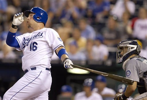 Butler's walkoff HR gives Royals 8-7 win