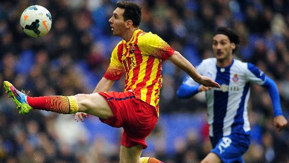 Chelsea loses but stays top; Spain's leading 3 win