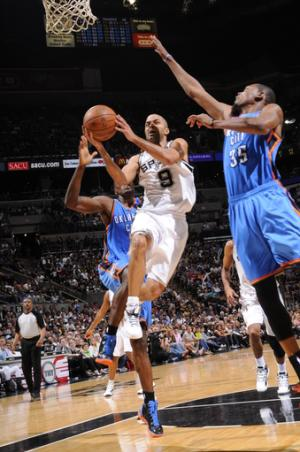 Parker leads Spurs to 2-0 series lead