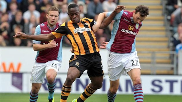 Hull City's Honduran defender Maynor Figueroa (C) is challenged by Aston Villa's Czech striker Libor Kozak (R) and Aston Villa's Austrian striker Andreas Weimann (L) during the English Premier League football match between Hull City and Aston Villa at The