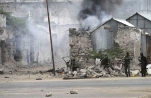 Somali government soldiers hold their position against suspected militants during an attack at the Jilacow underground cell inside a national security compound in Mogadishu