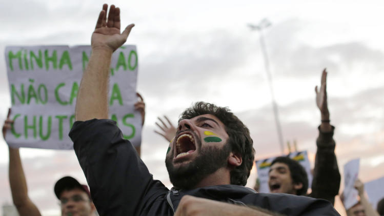 Brazil protesters keep up pressure on government