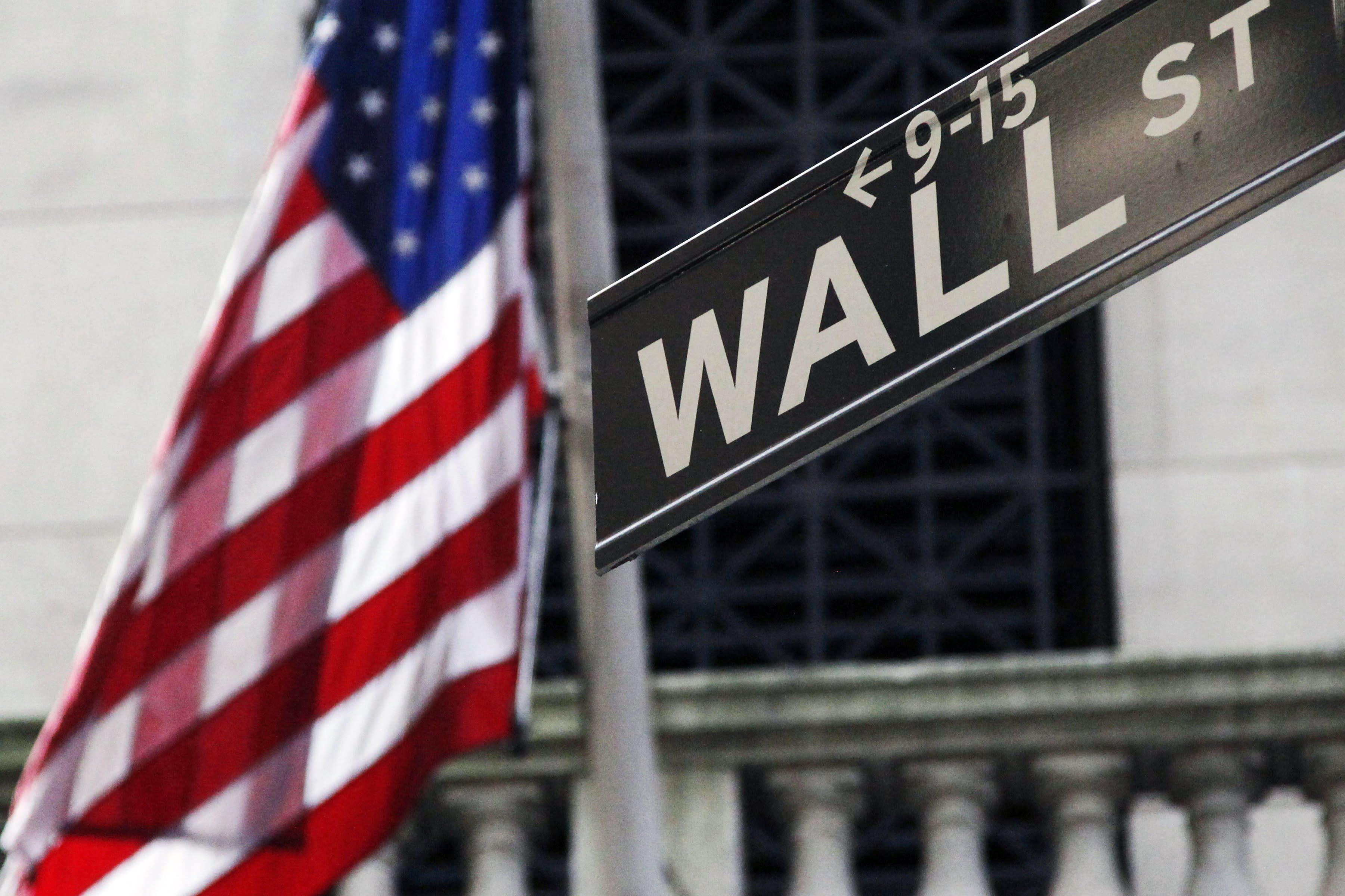 US stocks fall after drop in China, Greece deadline looms