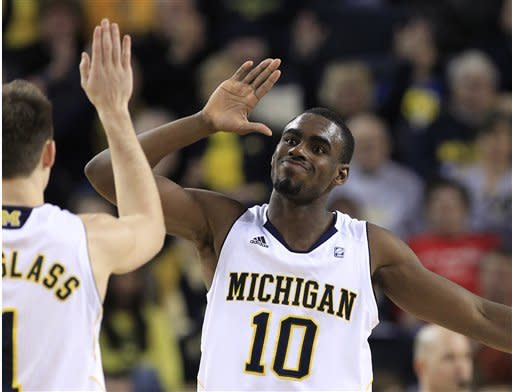 Burke scores 27, No. 18 Michigan beats Minnesota
