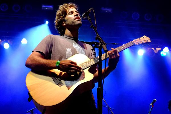 Jack Johnson Serenades Tiny Room in New York