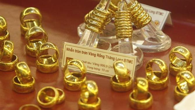 Gold rings are displayed for sale at a Bao Tin Minh Chau gold shop in Hanoi June 21, 2013. REUTERS/Kham/Files