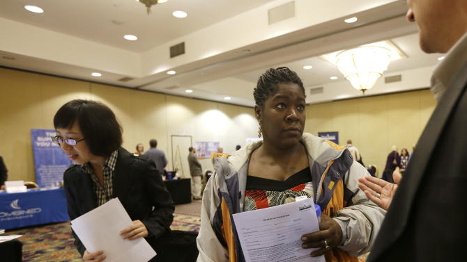 Fewer seek US jobless aid as storm distorts data