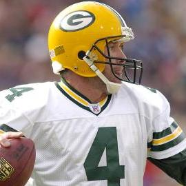 Watch: Former Packers QB Brett Favre honored at Lambeau Field on Thanksgiving