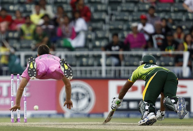 South Africa's Ryan McLaren attempts to run out Pakistan's Wahab Riaz during their third ODI cricket match in Johannesburg