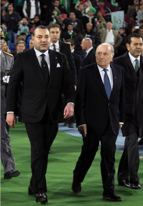Morocco's King Mohammed VI arrives with FIFA President Blatter to watch the 2013 FIFA Club World Cup final soccer match between Morocco's Raja Casablanca and Germany's Bayern Munich at Mar