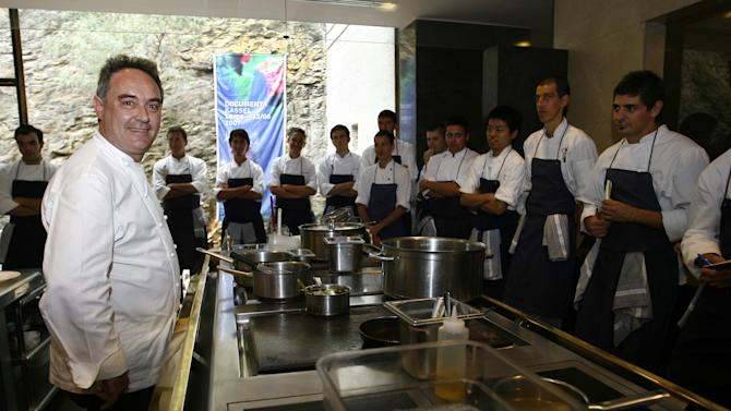 A trio of chefs from El Bulli have announced plans to open their own restaurant in Spain.