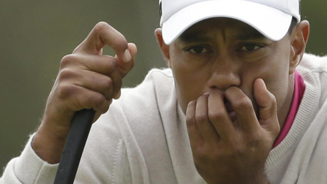 Tiger Woods of the United States lines up a putt on the 11th green at Royal Lytham & St Annes golf club during the first round of the British Open Golf Championship, Lytham St Annes, England, Thursday, July 19, 2012. (AP Photo/Peter Morrison)