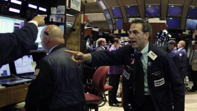 A rally on Wall Street fades; Priceline tanks