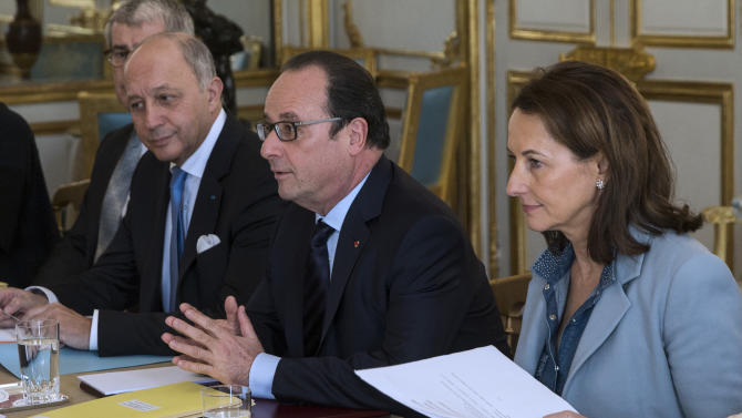 French President Francois Hollande, center, his Foreign Affairs Minister Laurent Fabius, left, and Ecology Minister Segolene Royal meet with representatives of NGOs specialized in environmental issue at the Elysee Palace in Paris, Saturday, Nov. 28, 2015. French President Francois Hollande was meeting with environmental groups Saturday, pushing for an ambitious global deal to reduce man-made emissions blamed for global warming.  (Etienne Laurent/Pool Photo via AP)