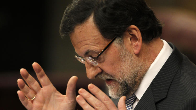 Spain sells government bonds at lower rates
