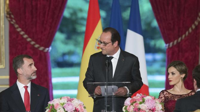 French President Hollande delivers a speech in honor of Spain's King Felipe VI and Queen Letizia during a state dinner at the Elysee Palace in Paris