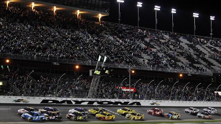 Kasey Kahne (5) and Greg Biffle, top left, lead the start of the NASCAR Sprint Unlimited auto race at Daytona International Speedway, Saturday, Feb. 16, 2013, in Daytona Beach, Fla. (AP Photo/Terry Renna)