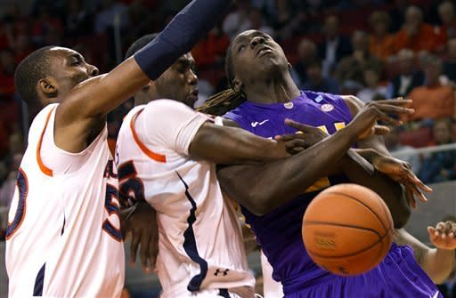 Sullivan leads Auburn past LSU 67-52