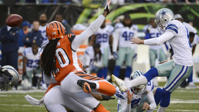Dallas Cowboys kicker Dan Bailey, right, kicks a 40-yard field goal with four seconds on the clock to give the Cowboys a 20-19 win over the Cincinnati Bengals in an NFL football game, Sunday, Dec. 9, 2012, in Cincinnati. (AP Photo/Michael Keating)