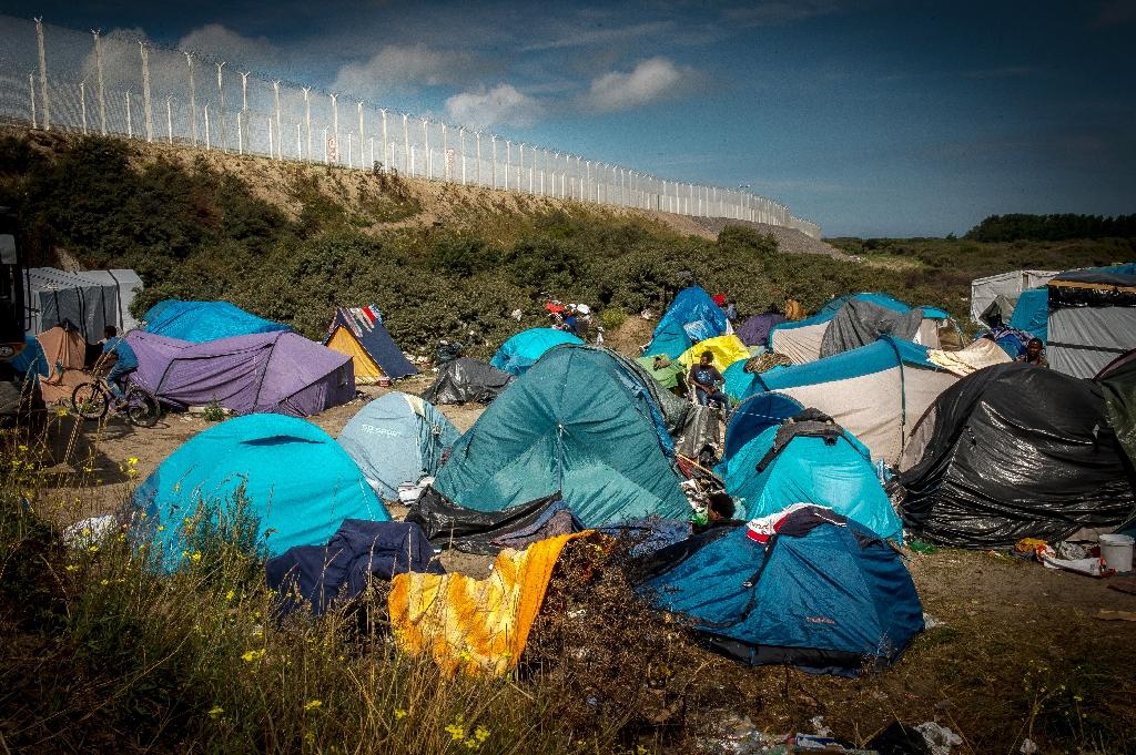 Glastonbury sends abandoned rubber boots to Calais migrants