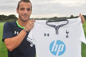 Tottenham confirms Soldado capture