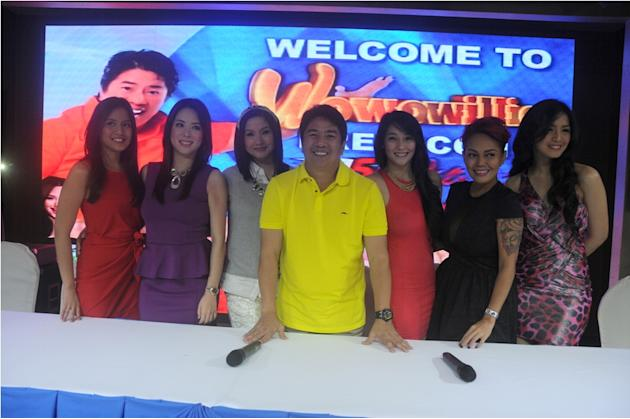 "Willie Revillame with his co-hosts in ""Wowowillie"""