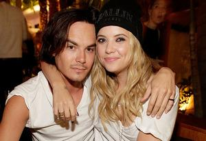 Tyler Blackburn, Ashley Benson | Photo Credits: Mike Windle/Getty Images