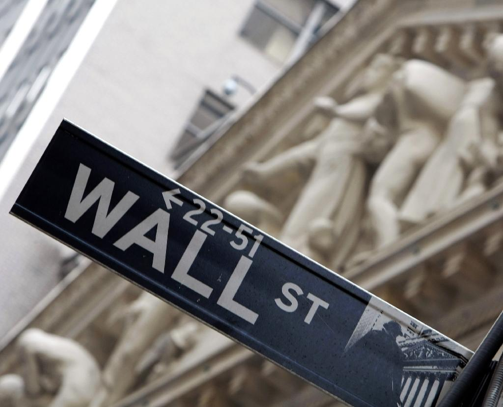 US stocks flat as dollar, slow growth hit revenues