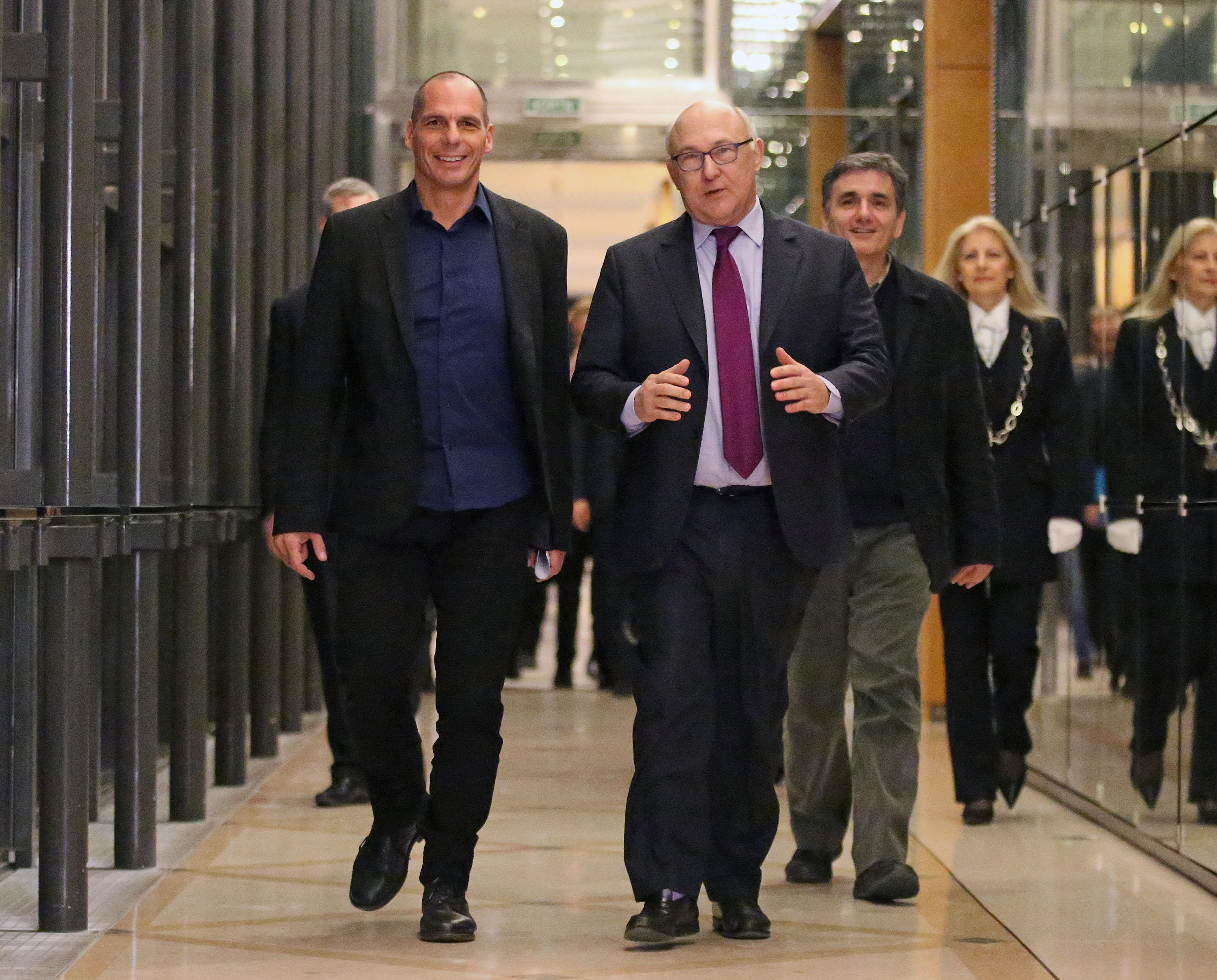France offers support for Greece amid bailout tensions