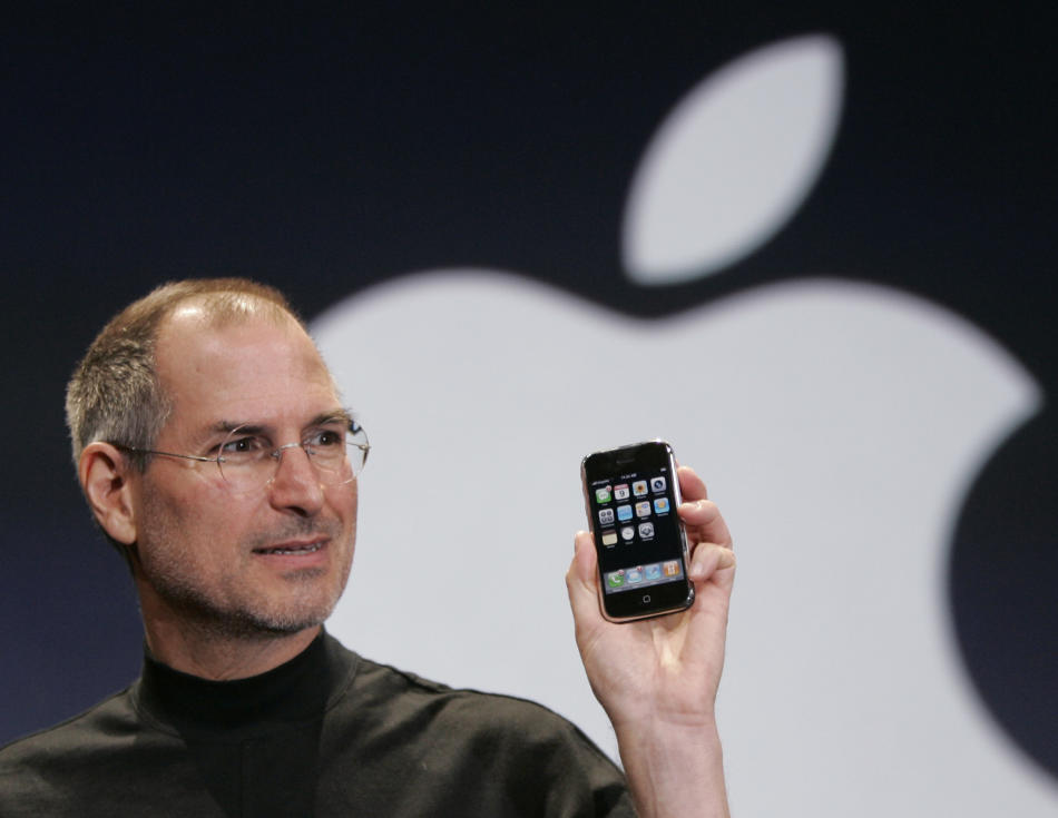 2007 - Steve Jobs introduces the iPhone