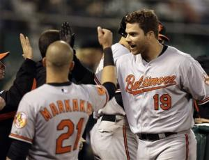 McLouth stays hot in O's win over A's
