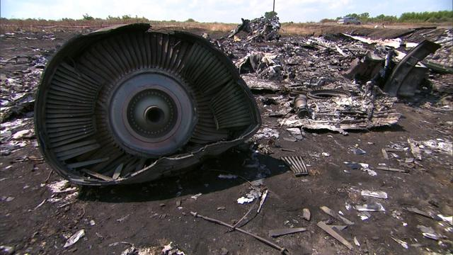 Fighting rages near MH17 crash site in Ukraine