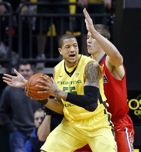 Oregon hands No. 4 Arizona first loss, 70-66