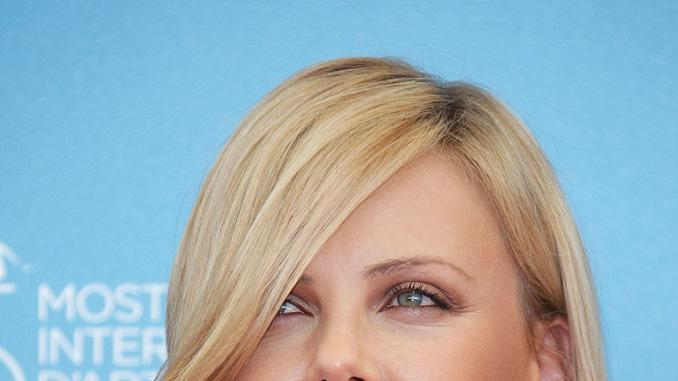 Venice Film Festival 2008 The Burning Plain photocall Charlize Theron