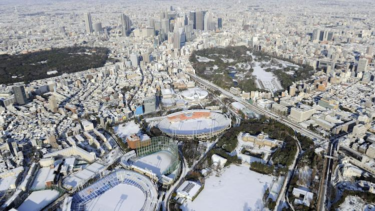 Snow forces 3,400 to spend night at Tokyo airport