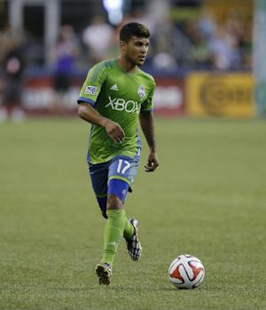 Tottenham signs Seattle's Yedlin to 4-year deal