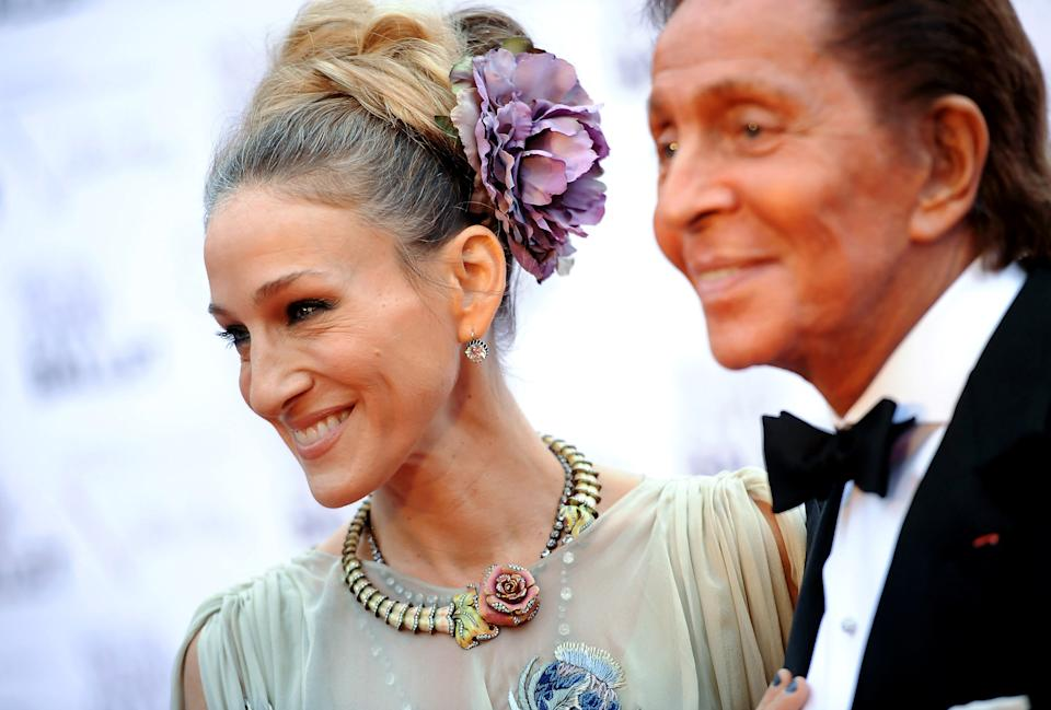 Actress Sarah Jessica Parker poses with fashion designer Valentino Garavani at the New York City Ballet Fall Gala honoring Valentino at Lincoln Center on Thursday, Sept. 20, 2012 in New York. For this one night only Valentino will create costumes for three ballets. (Photo by Evan Agostini/Invision/AP Images)